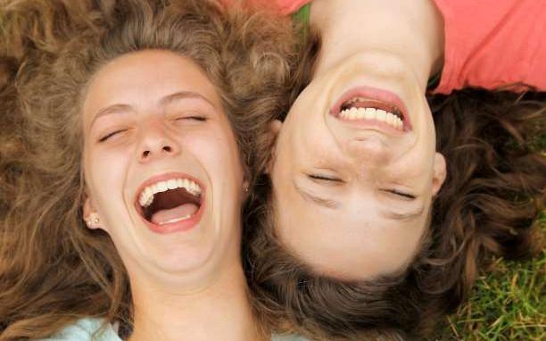 Η Γιόγκα του γέλιου: Μια πρωτοποριακή μέθοδος γελωτοθεραπείας κι ολιστικής ευεξίας